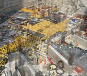 Building slabs between walls