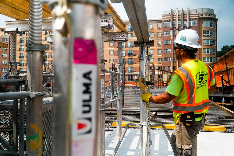 ULMA's ENKOFLEX versatile shoring system featured on the banks of the Hudson River