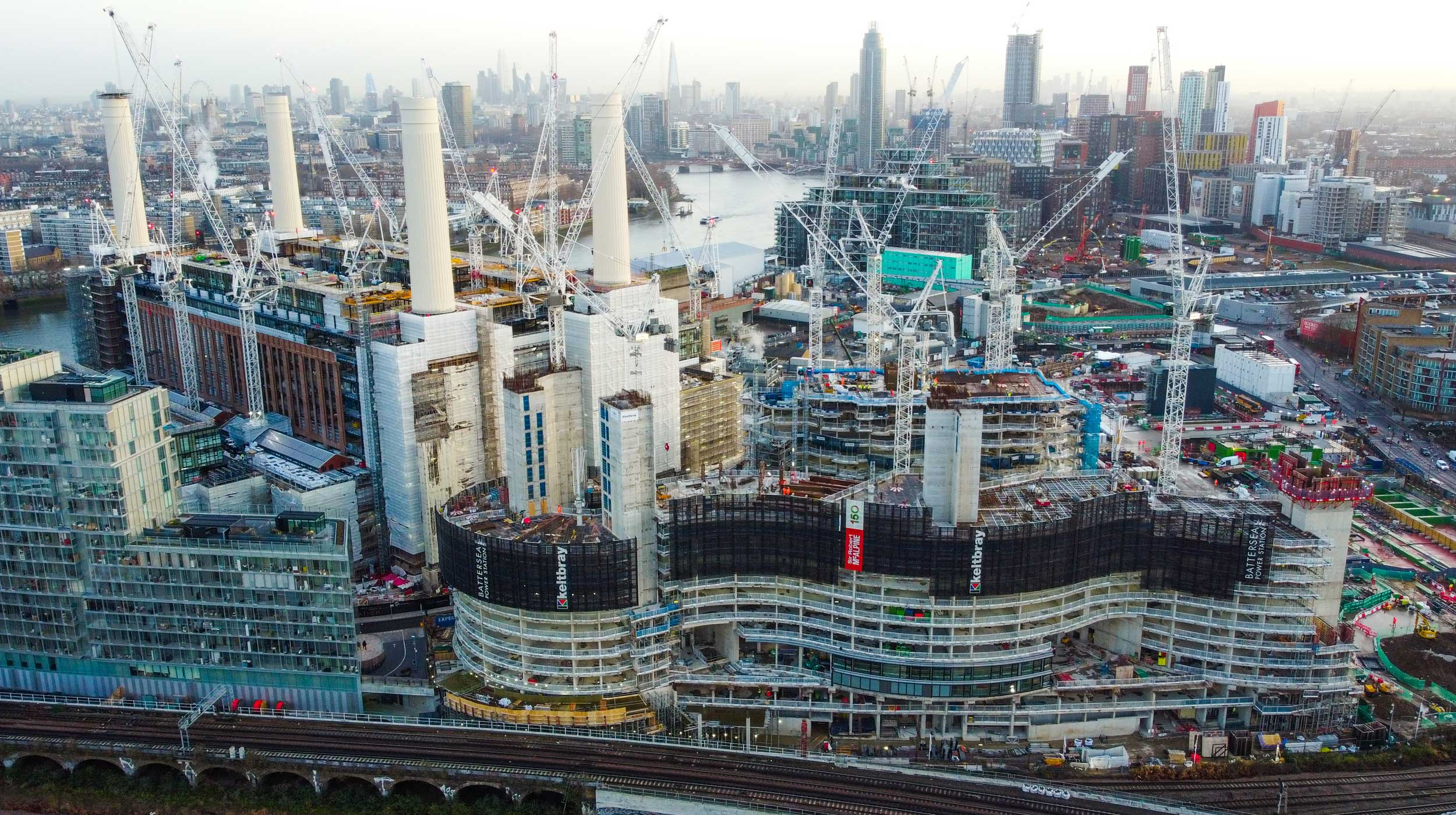 Battersea Power Station is one of the most ambitious projects to be undertaken in the centre of London. The complex will comprise a spacious shopping centre, luxury residences, offices, recreational areas, and green spaces.