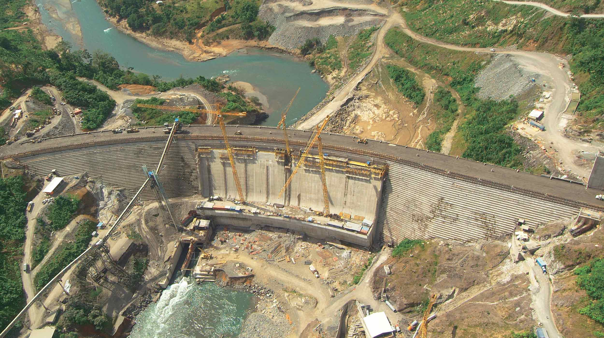 This large project, located in the Panamanian province of Bocas del Toro, includes in its main phase the dam of the future reservoir in the Changuinola River.