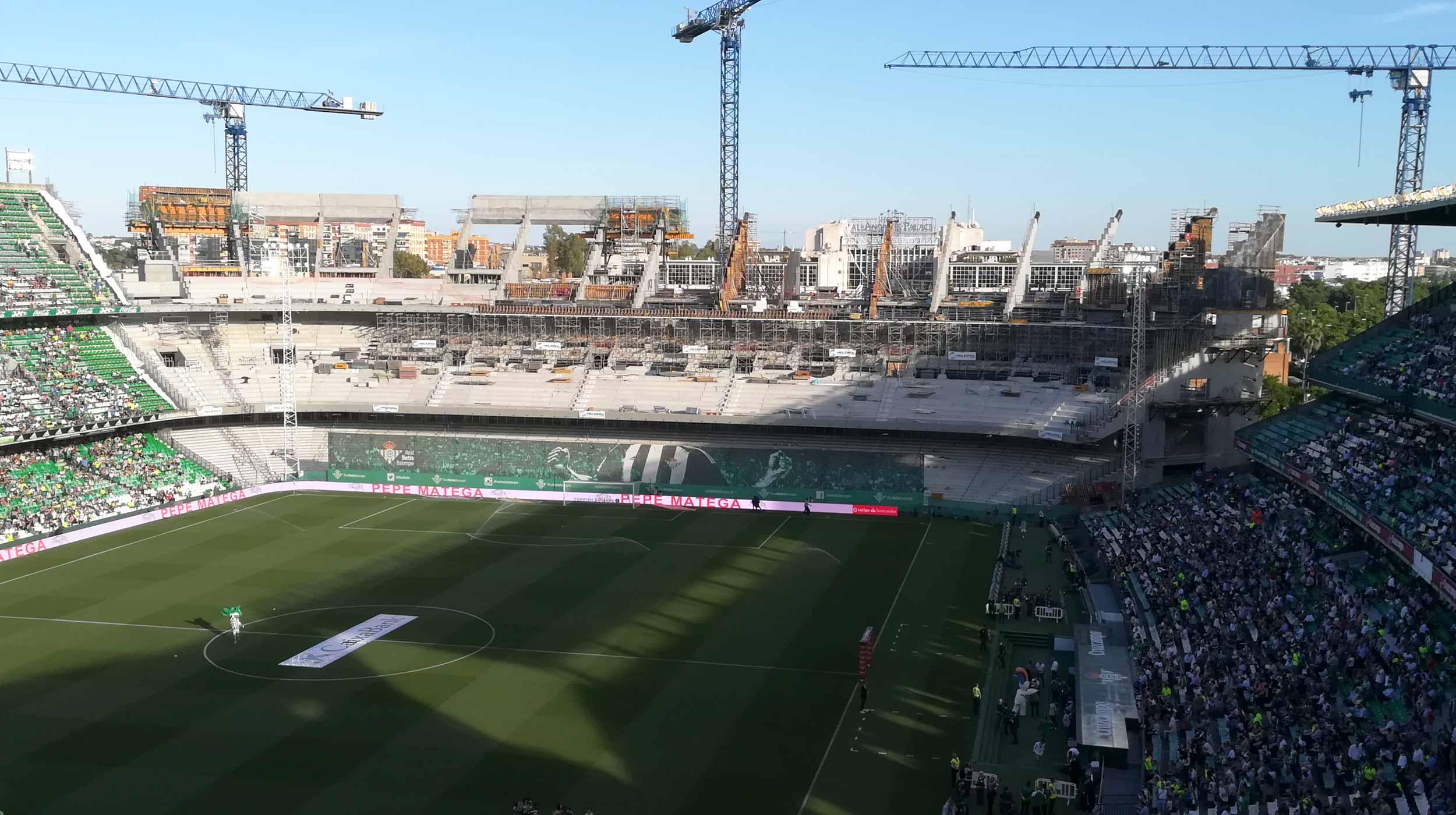 El proyecto comprende la construcción de la grada sur del Estadio Benito Villamarín en Sevilla.