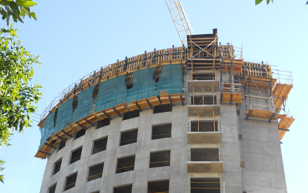 Se trata del segundo edificio de un proyecto que contempla 3 edificios residenciales tipo torre de iguales características ubicado en el barrio porteño de San Cristóbal.