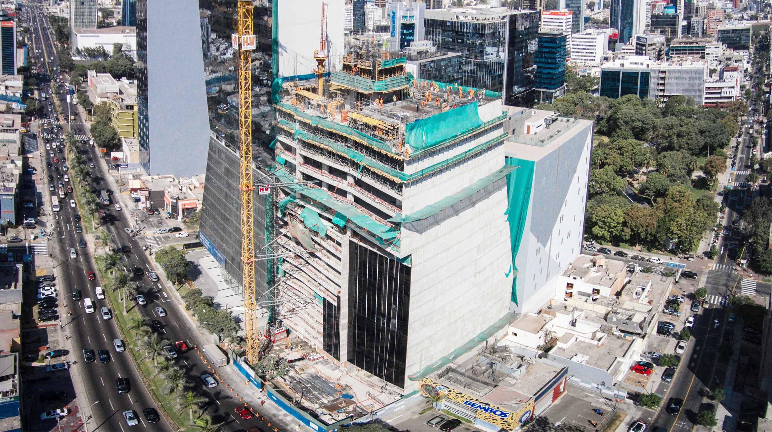 La torre comercial de más de 90 m de altura será uno de los edificios más altos de Lima y está ubicada en el centro financiero de Perú.